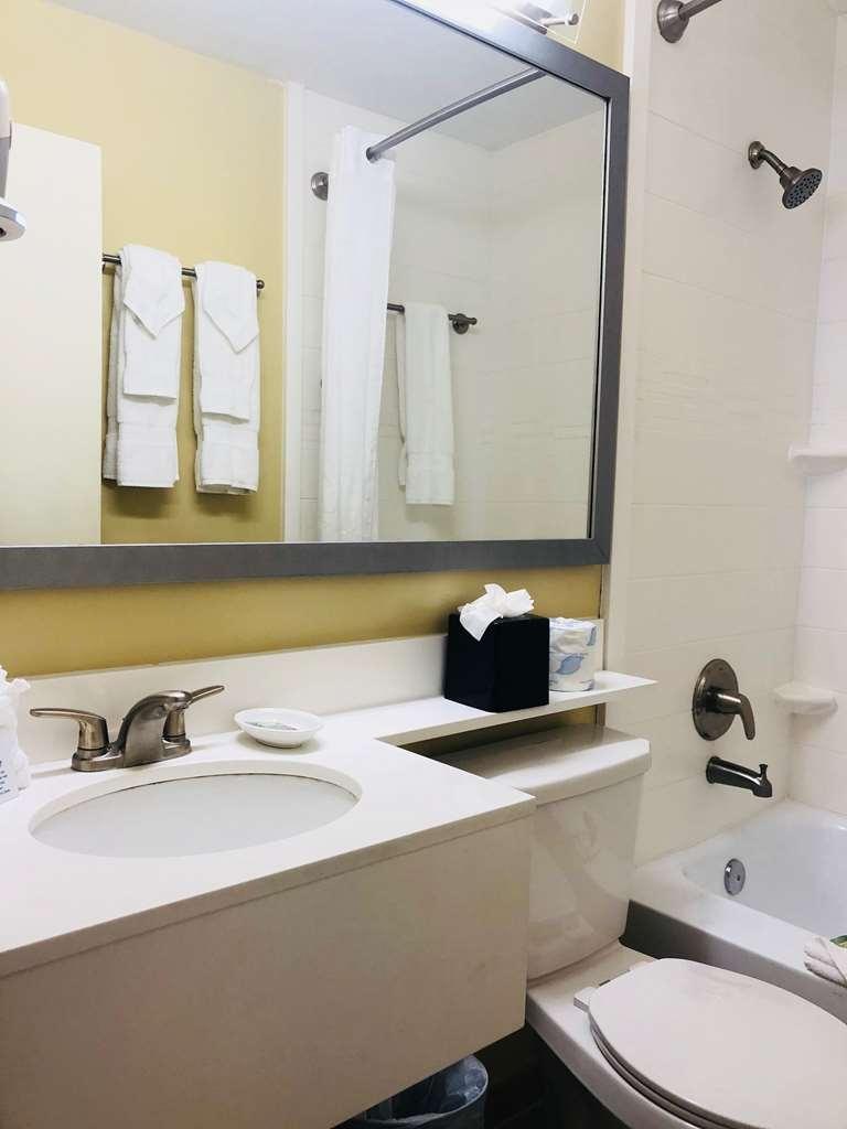 Best Western On the Bay Inn & Marina - Bathroom
