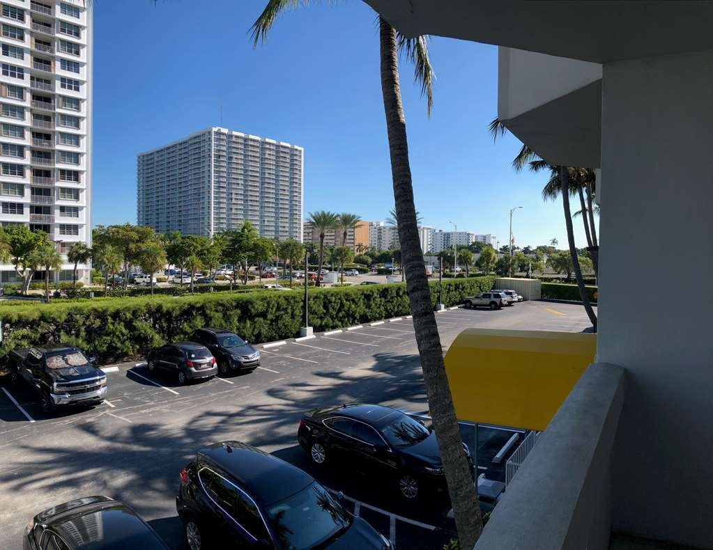 Best Western On the Bay Inn & Marina - King & Two Queen Balcony View