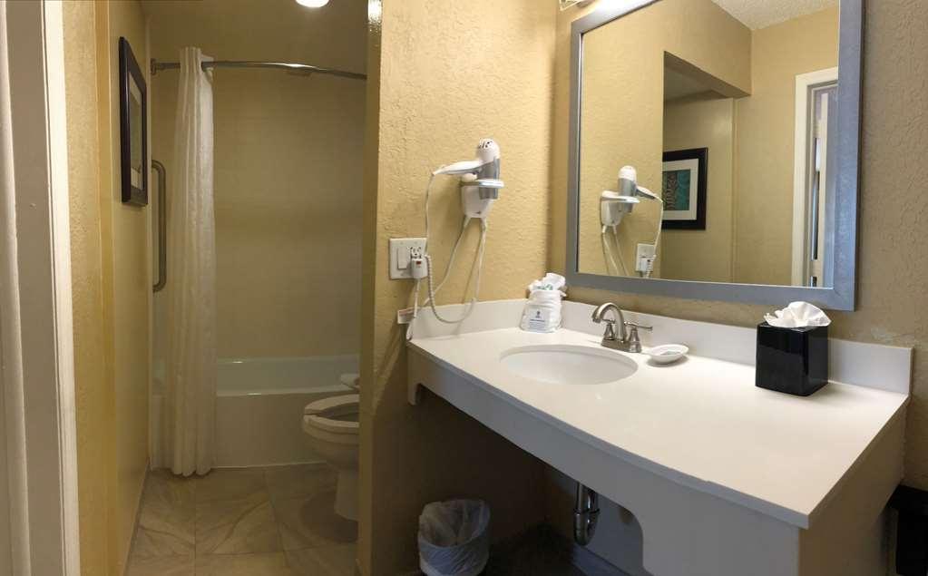 Best Western On the Bay Inn & Marina - Accessible Bath