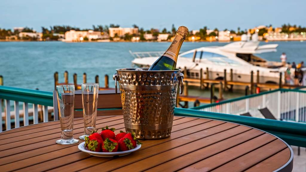 Best Western On the Bay Inn & Marina - Patio