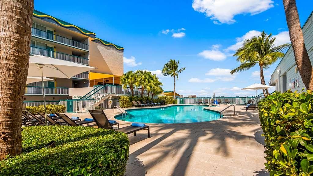Best Western On the Bay Inn & Marina - Vista de la piscina
