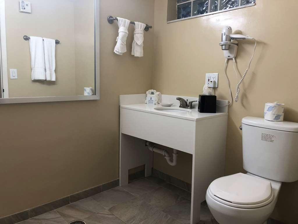 Best Western On the Bay Inn & Marina - King Accessible Roll in Shower