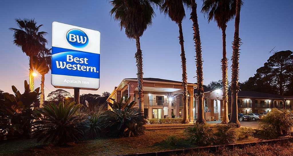 Best Western Apalach Inn - Hall To Breakfast Room