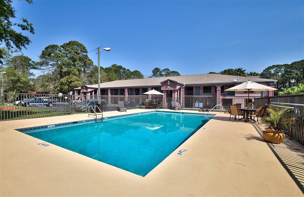 Best Western Apalach Inn - Pool Area