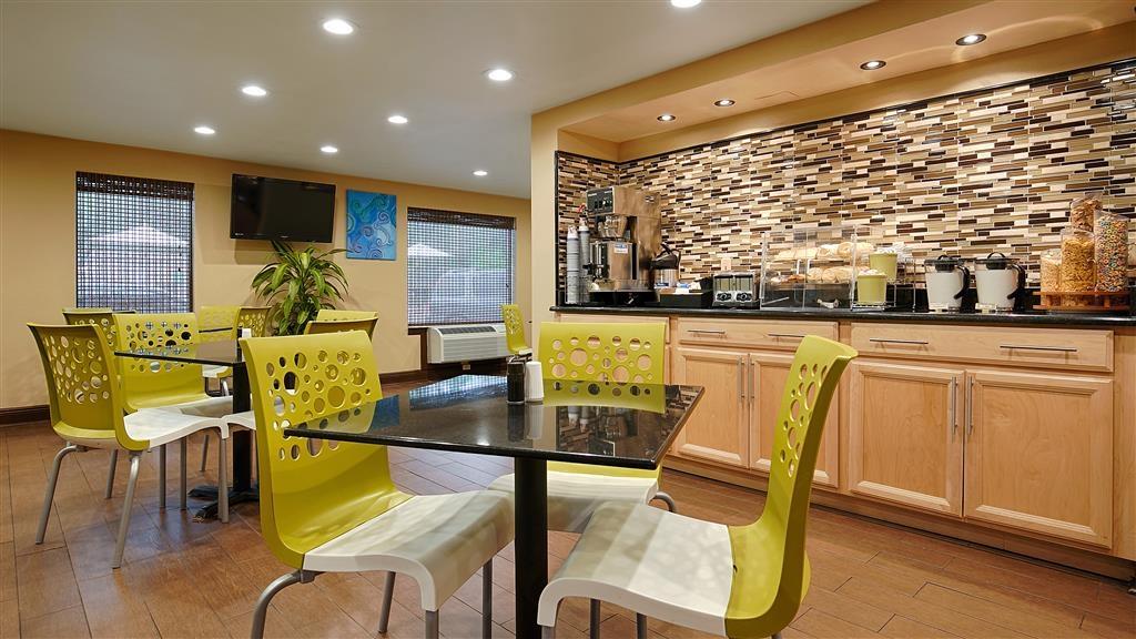Best Western Apalach Inn - Disfrute de nuestro desayuno con una gran variedad de platos para saciar su apetito.