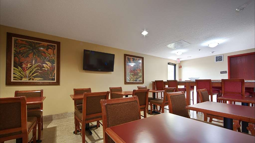 Best Western Fort Lauderdale Airport/Cruise Port - Our breakfast room offers intimate dining for couples and smaller groups.