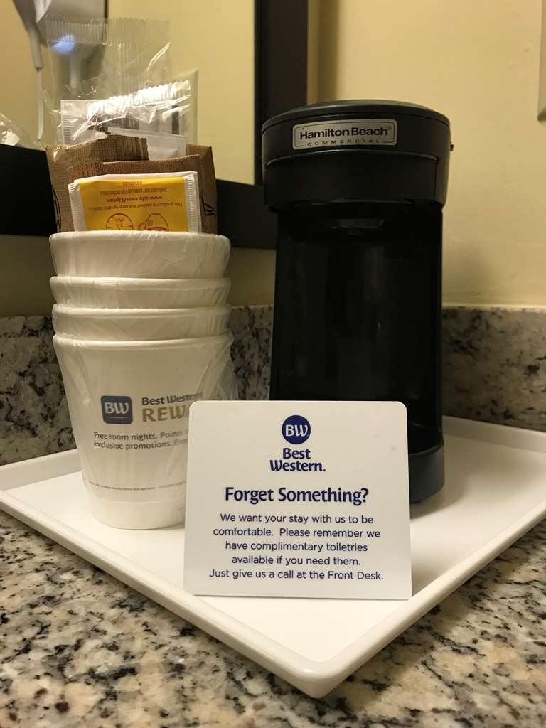 Best Western Fort Lauderdale Airport/Cruise Port - Need a pick me up? Each room offers a single serve coffee maker.