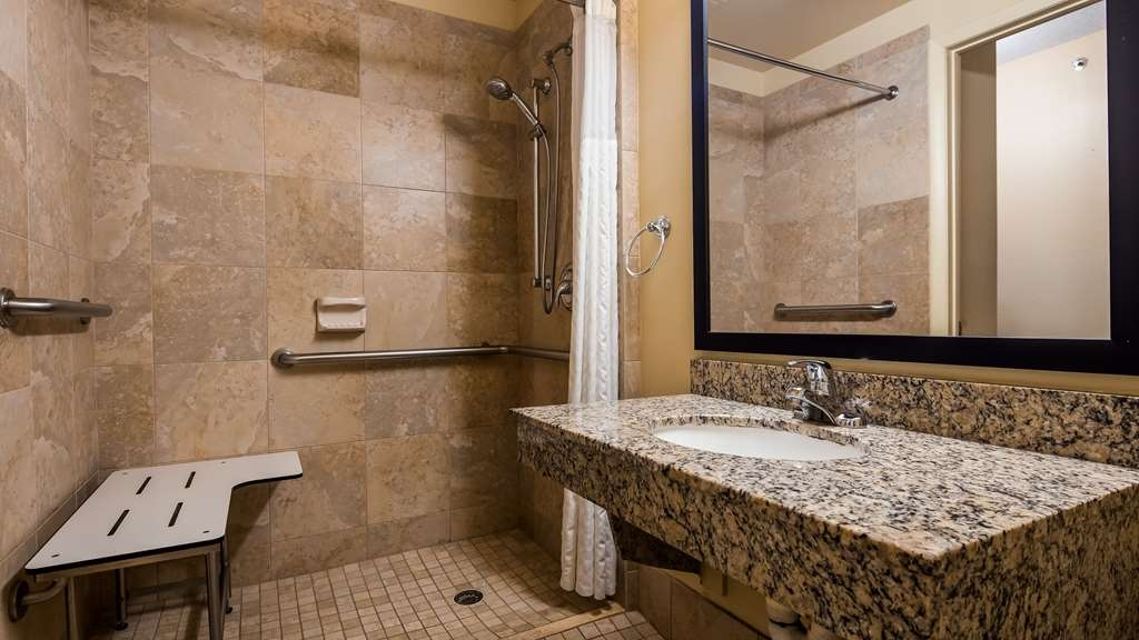 Best Western Fort Lauderdale Airport/Cruise Port - Accessible Guest Bathroom