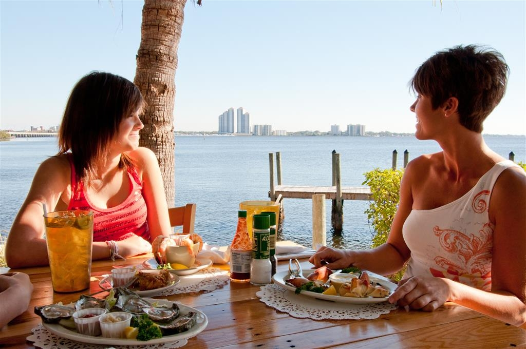 Best Western Fort Myers Waterfront - 3 Fisherman Seafood Restaurant Waterside dining