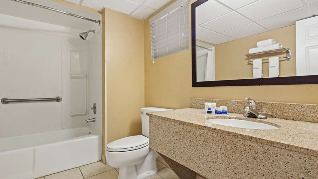 Best Western Fort Myers Waterfront - Accessible Guest Bathroom