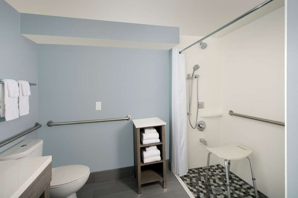 Best Western Oceanfront - ADA mobility accessible bathroom with bath tub, grab bars and ADA fixtures.