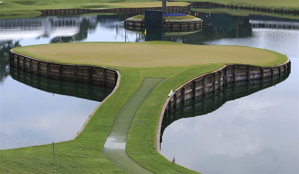 Best Western Oceanfront - TPC Sawgrass' infamous signature hole, the island green par-3 17th hole is a must-see!