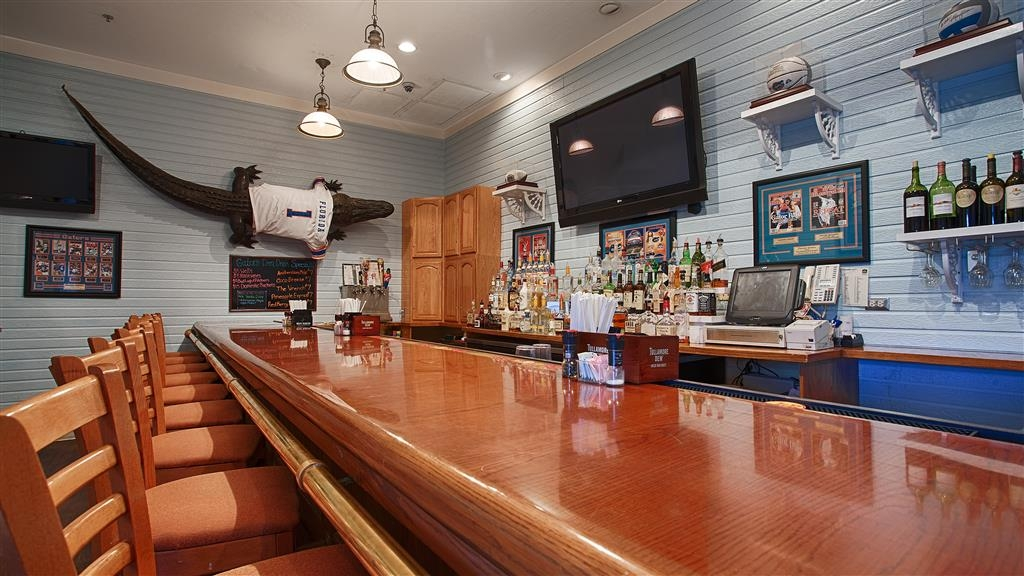 Best Western Gateway Grand - The Gators Den Sports Grill features wide screen and tableside TVs.