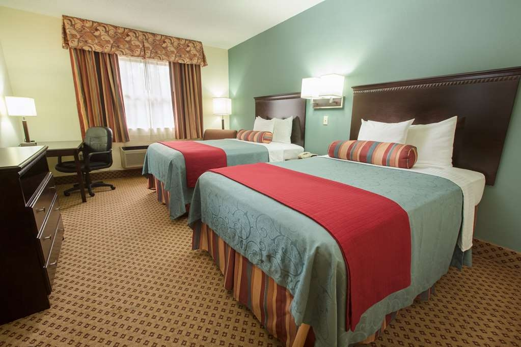 Best Western Gateway Grand - Relax after a long day of travel in our two double bed guest room. Our Standard double room includes 2 double size beds with a coffee maker, microwave and refrigerator