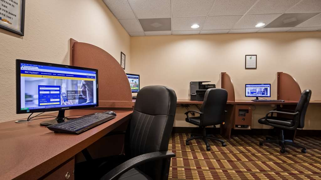 Best Western Gateway Grand - Get your work done or post some picture from your trip in our business center with 3 computers and printer