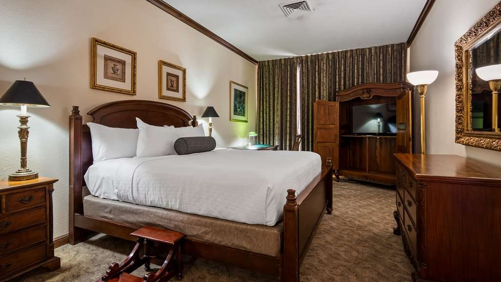 Best Western Gateway Grand - Our 2 bedroom Suite with King size beds, Two and a Half Baths, Parlor Area with Two Sofas and Dining, 37-inch Flat Screen LED TV & DVD Player, Microwave, Refrigerator and Wet Sink and Large Balcony Overlooking a Panoramic Vista