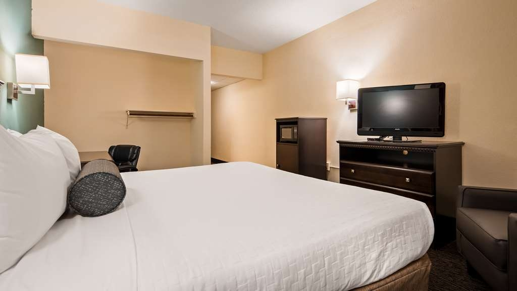 Best Western Gateway Grand - Relax after a long day of travel in our king mobility accessible guest room. Accessible King Guest Room, King size bed, upgraded amenities in bath, with a microwave and refrigerator