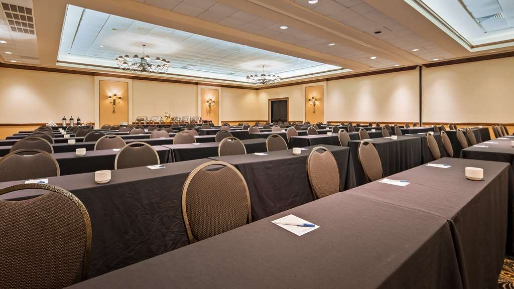 Best Western Gateway Grand - We can accommodate up to 300 people and offer professional meeting planners and on site catering services