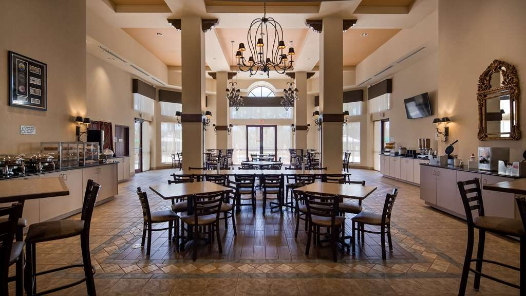Best Western Gateway Grand - You can wake up early or sleep in. Enjoy a delicious breakfast in the morning starting at 6:30am daily. Our Breakfast Mezzanine serves Complimentary Hot Breakfast daily 6:30 - 10:00am