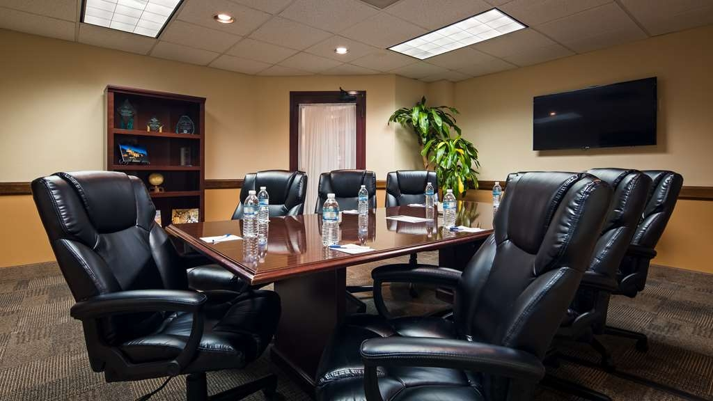 Best Western Gateway Grand - Our Board room offers the perfect space to exchange business ideas or strategies or presentations