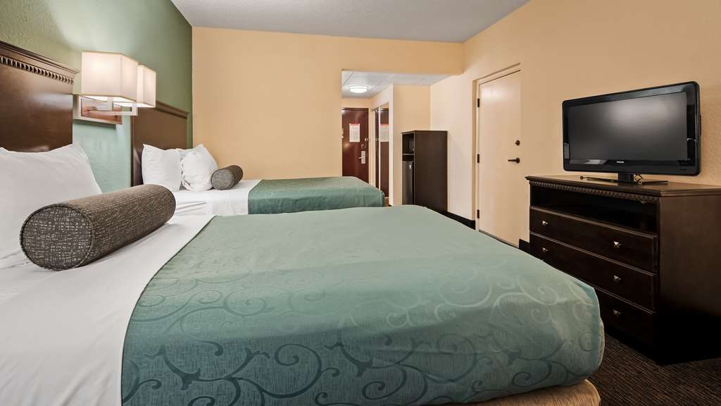 Best Western Gateway Grand - Relax after a long day of travel in our two double bed guest room. Our Standard double room includes 2 double size beds with coffee makers, irons with full sized ironing boards, alarm clocks and hair dryers a microwave and refrigerator
