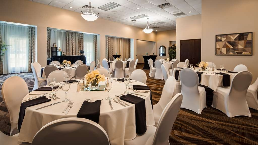 Best Western Gateway Grand - Our meeting rooms are the ideal setting for wedding parties, corporate events. Call our staff to book today!