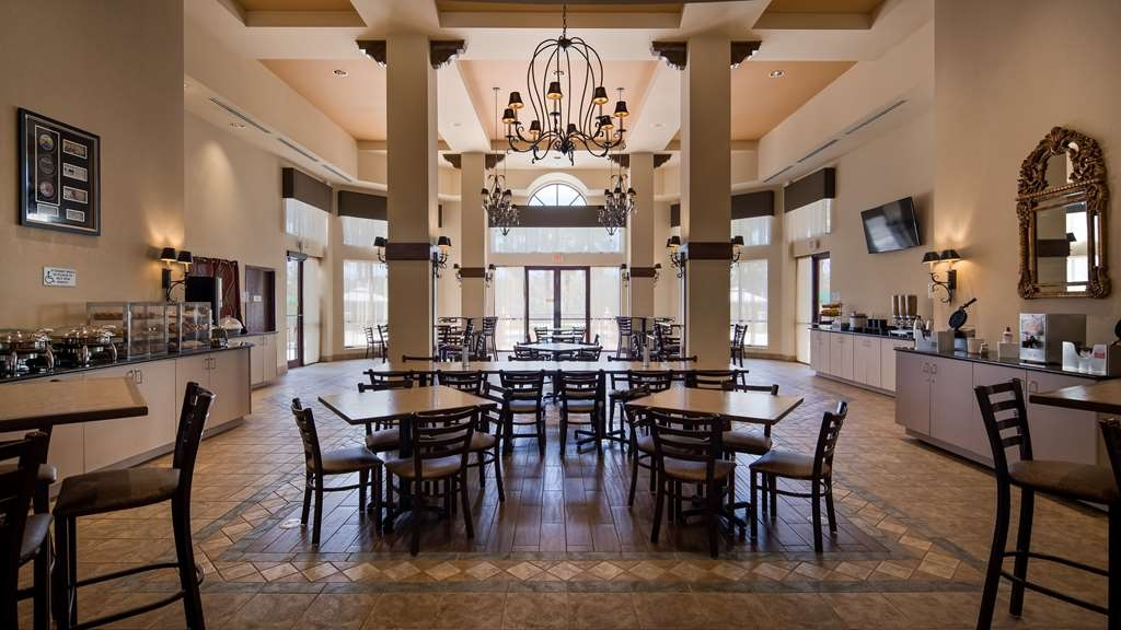 Best Western Gateway Grand - Choose from a wide selection of seating to enjoy your morning meal.