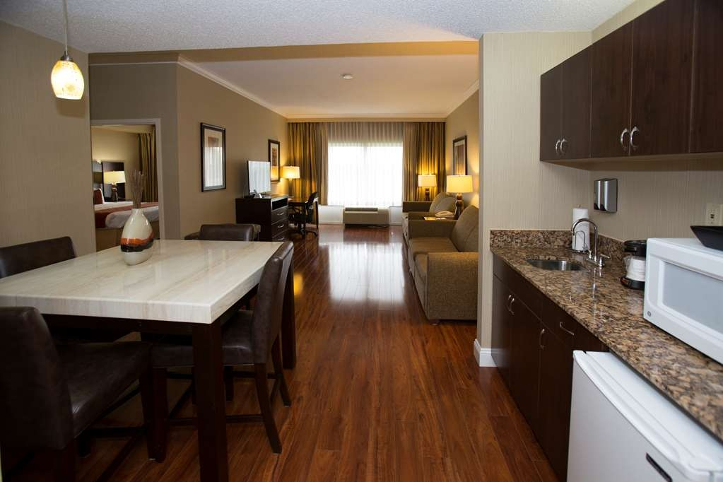 Best Western Plus Ambassador Suites Venice - Living Area of Two Room Suite. Having a gathering with loved ones, this suite is perfect!