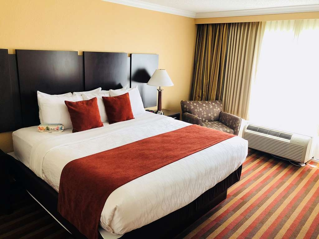 Best Western Plus Ambassador Suites Venice - Separate Bedroom with 1 King Bed