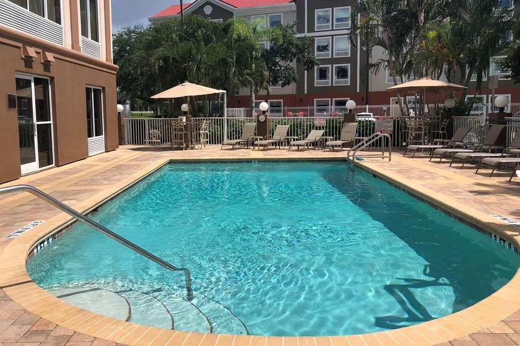 Best Western Plus Ambassador Suites Venice - Vue de la piscine