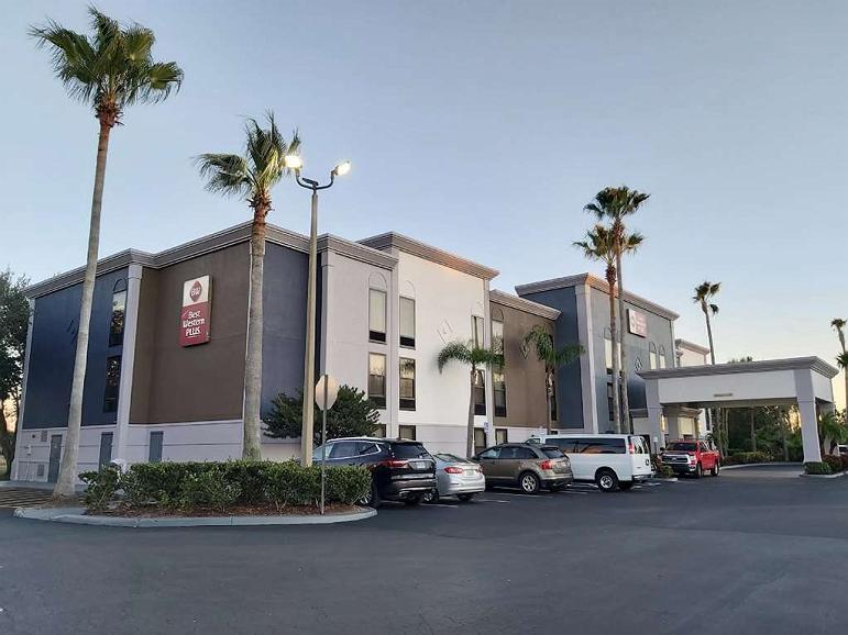 Best Western Plus Universal Inn - Area esterna