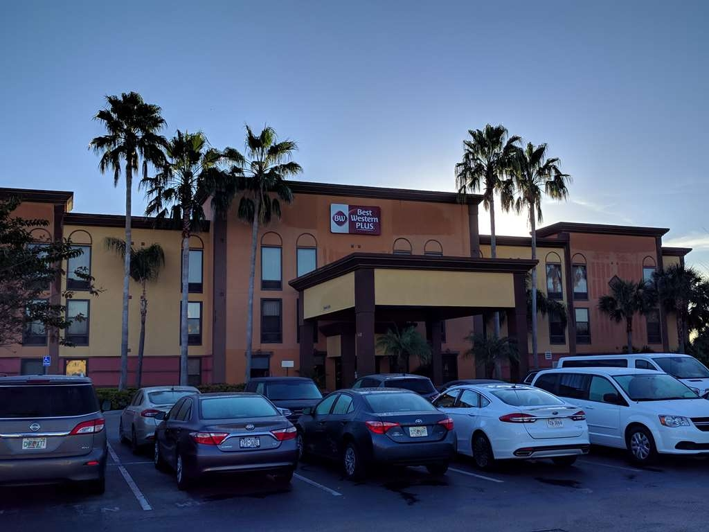 Best Western Plus Universal Inn - We provide free parking for our guest.