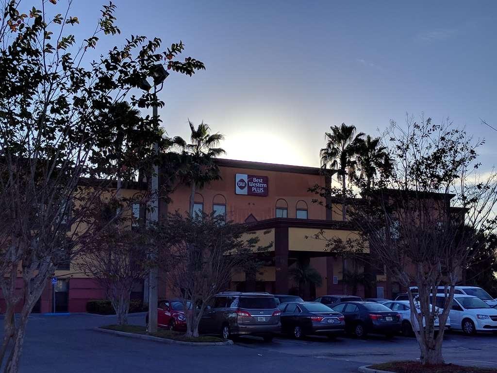 Best Western Plus Universal Inn - Facciata dell'albergo