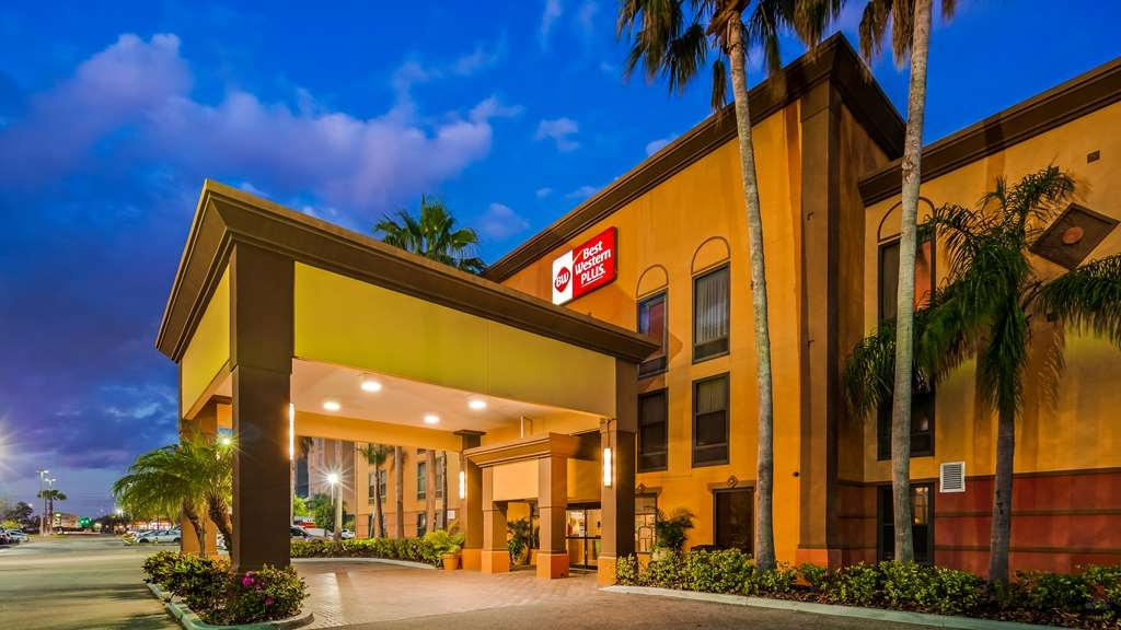 Best Western Plus Universal Inn - Vista Exterior