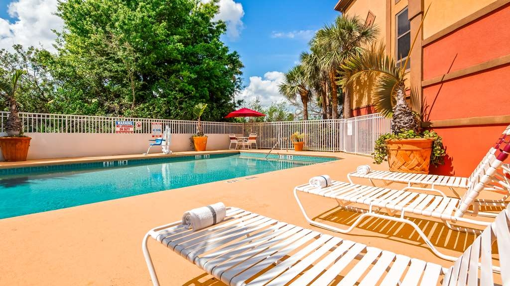 Best Western Plus Universal Inn - Vue de la piscine