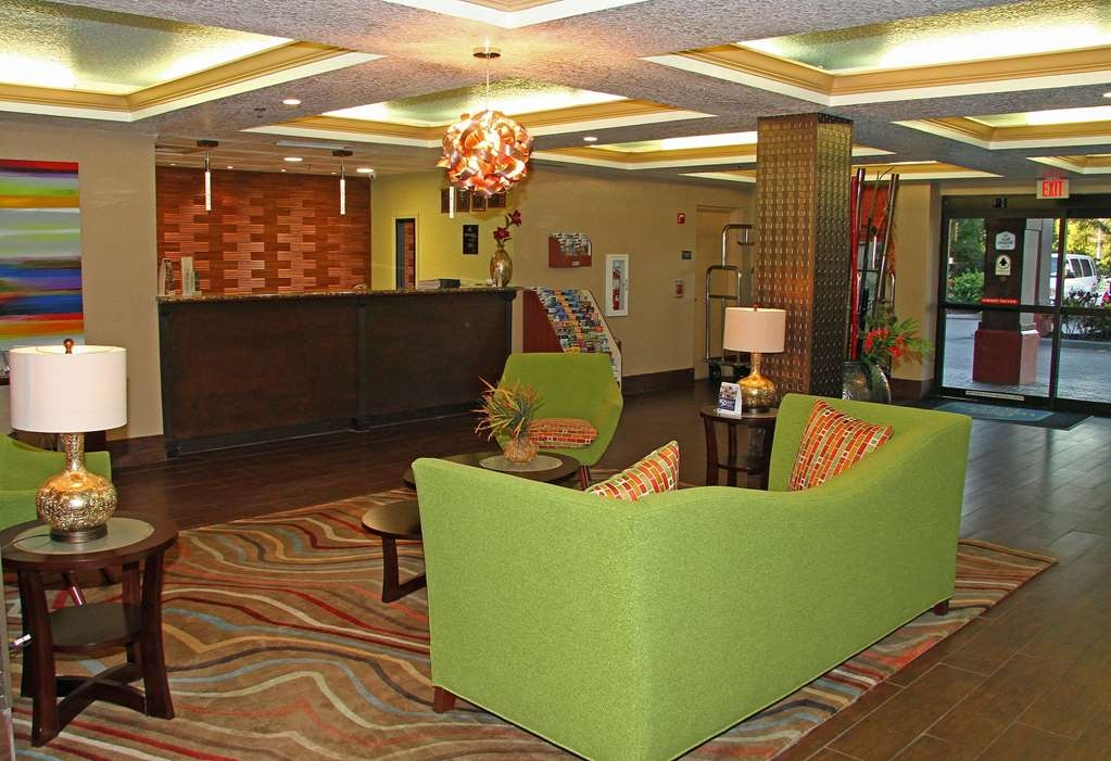 Best Western Plus Universal Inn - Front Desk and Lobby Area