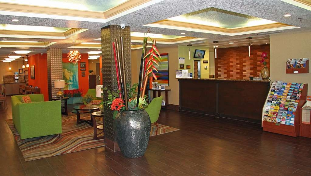 Best Western Plus Universal Inn - The moment you step into our spacious lobby, you'll feel like part of our family, stay with people who care.