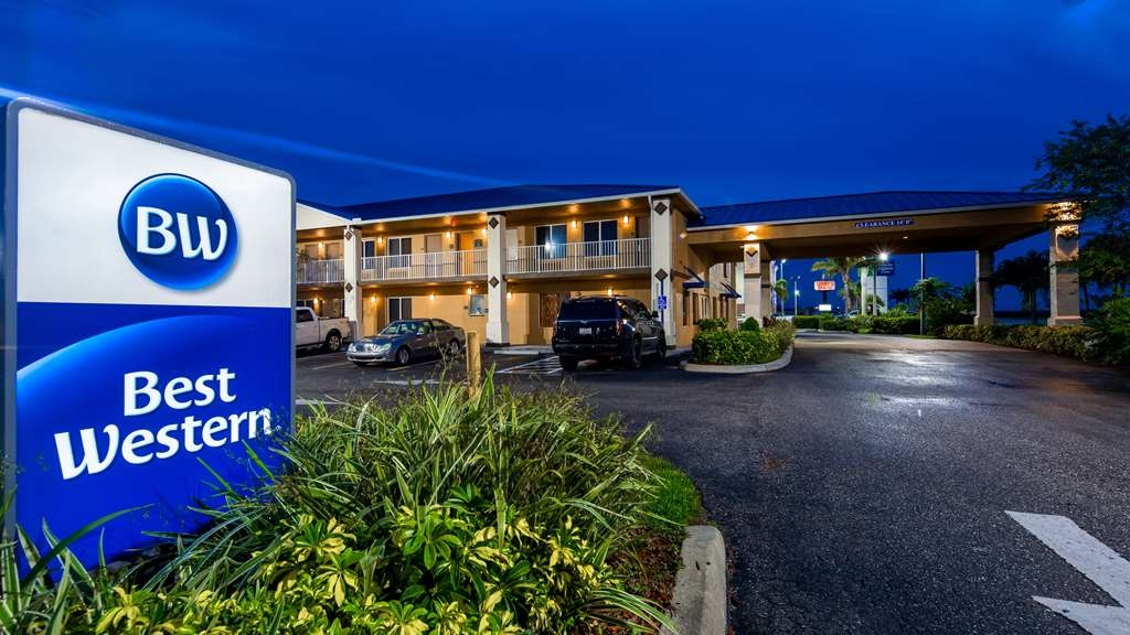 Best Western of Clewiston - BEST WESTERN EXTERIOR NIGHT