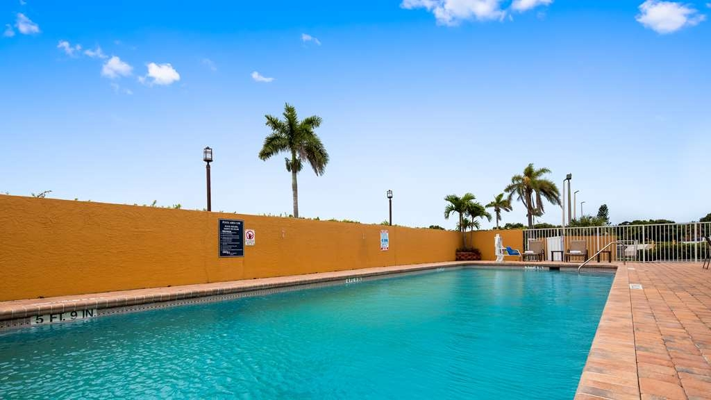 Best Western of Clewiston - Hotel Swimming Pool