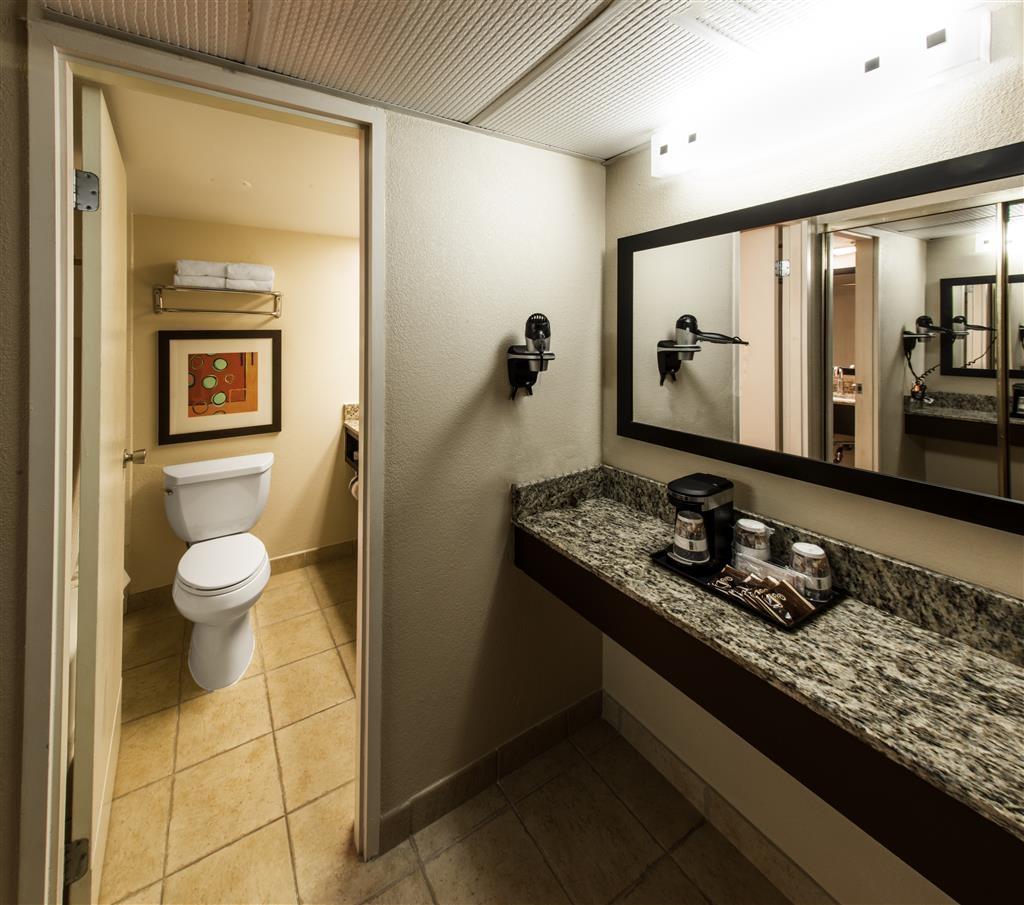 Best Western Lake Buena Vista - Disney Springs Resort Area - Beautiful Granite Top Bathroom