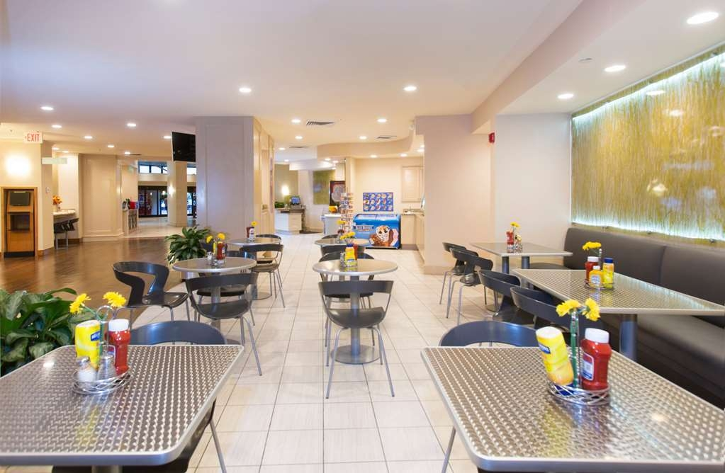 Best Western Lake Buena Vista - Disney Springs Resort Area - Enjoy casual dining featuring Pizza Hut Express pizza and pasta. From wine and beer, to lite meals, it's an easy Grab N Go.