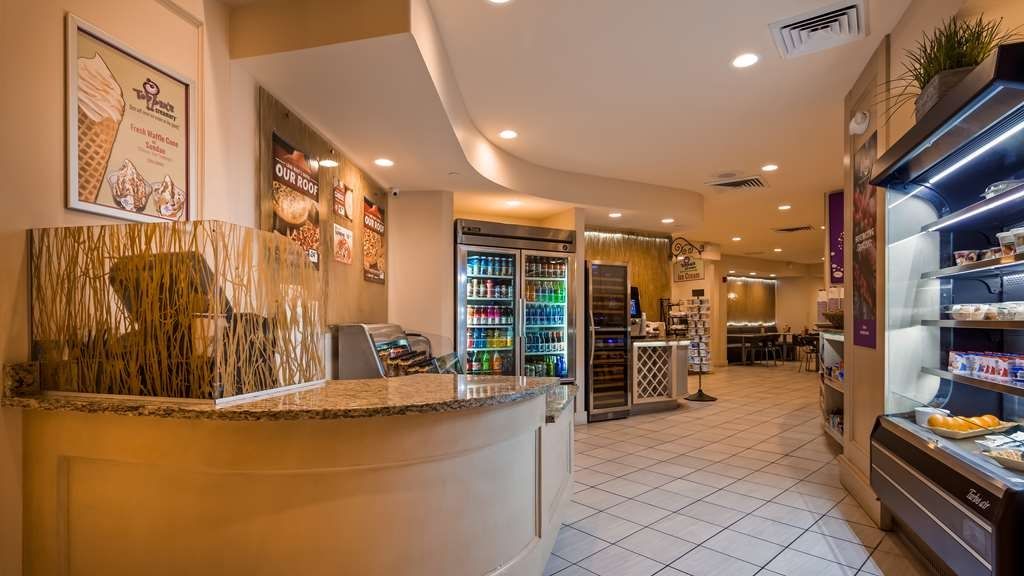 Best Western Lake Buena Vista - Disney Springs Resort Area - The Marketplace Café, featuring Pizza Hut Express, offers Grab-n-Go menu items from Breakfast, Lunch and Dinner.