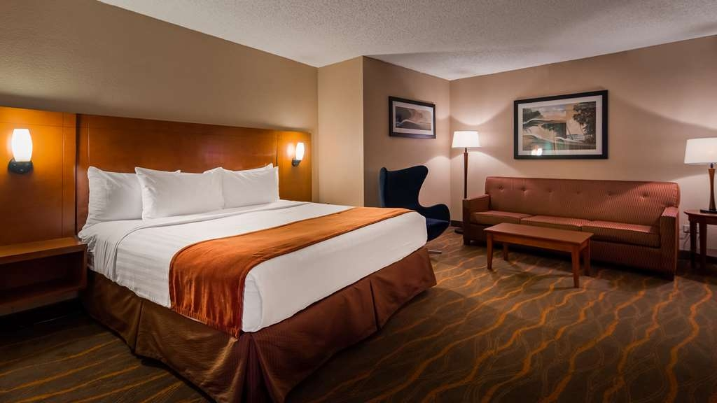 Best Western Lake Buena Vista - Disney Springs Resort Area - Spend a relaxing night together in our spacious king room.