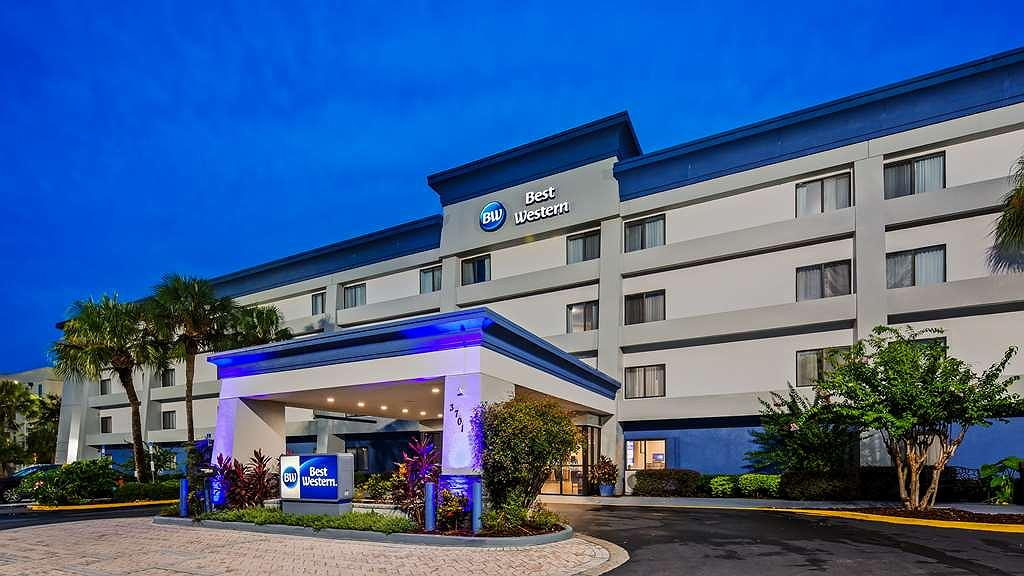 Best Western Ocala Park Centre - Our hotel is the perfect place for a romantic getaway, family outing or to simply rest your head.
