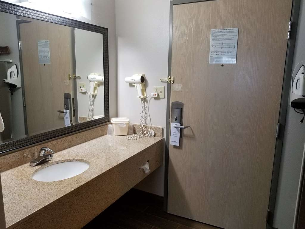 Best Western Ocala Park Centre - All guest bathrooms have a large vanity with plenty of room to unpack the necessities.