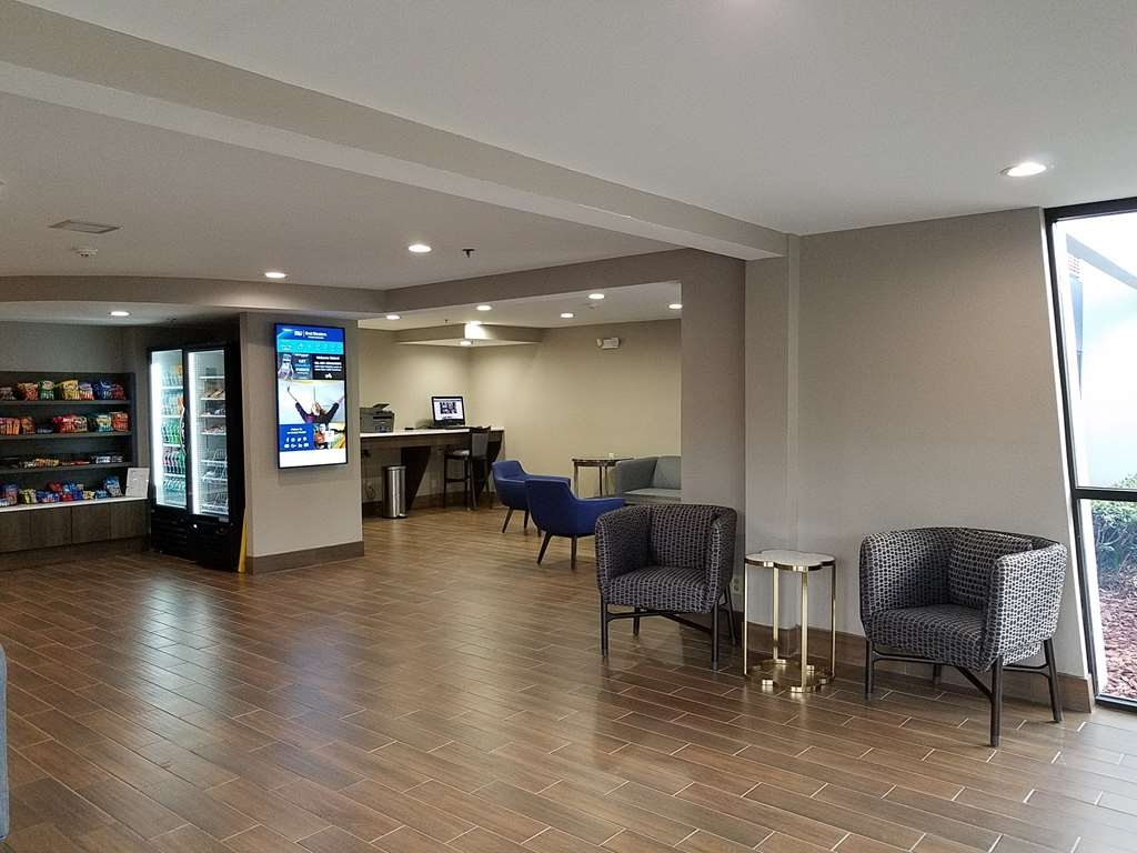 Best Western Ocala Park Centre - Come and enjoy the lobby offering a place to socialize with other guests or members of your party.