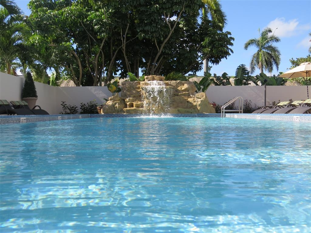 Best Western Plus Hollywood/Aventura - Relax and feel refreshed with a swim in our outdoor pool.