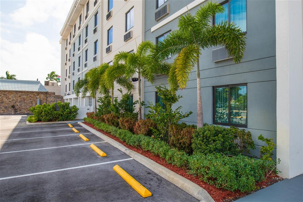 Best Western Plus Hollywood/Aventura - Landscaping