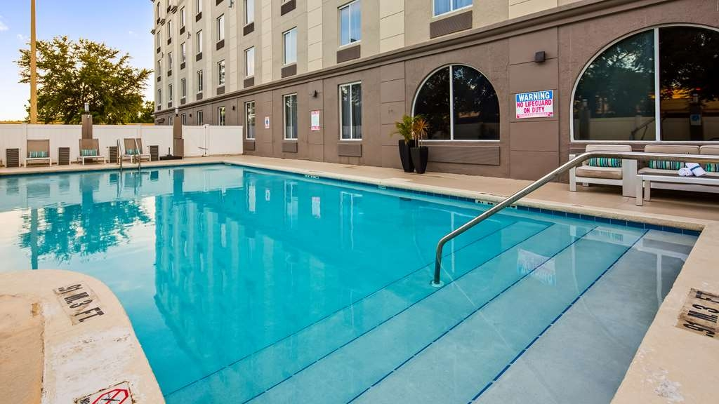 Best Western Airport Inn & Suites - Vista de la piscina