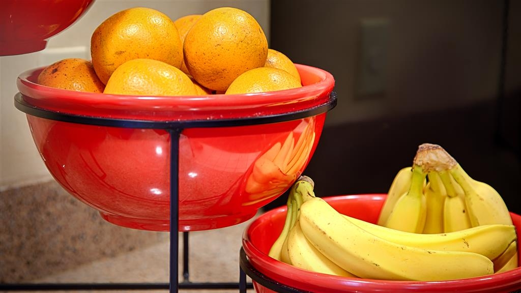 Best Western Airport Inn - Fresh fruit is always available for breakfast, we want to make sure you are ready for your day.